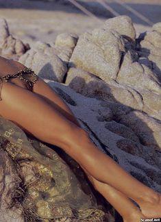 Полностью голая Памела Андерсон в журнале Playboy фото #14