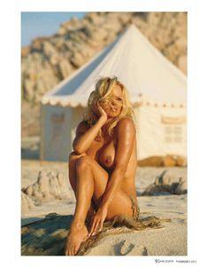Сочная голая грудь Памелы Андерсон в журнале Плейбой фото #4