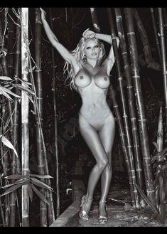 Голые сиськи Памелы Андерсон в журнале Playboy фото #15