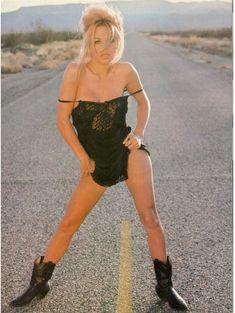 Эротичная Памела Андерсон в журнале Playboy фото #2