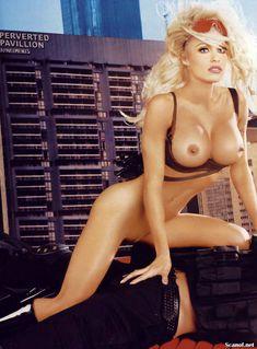 Памела Андерсон демонстрирует себя голышом в журнале Playboy фото #5