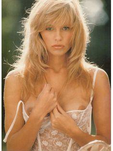 Молодая и голая Памела Андерсон в журнале Playboy фото #3