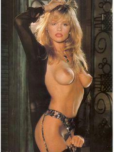 Молодая и голая Памела Андерсон в журнале Playboy фото #4