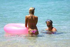 Горячая Памела Андерсон в сексуальном бикини на Гавайях фото #6