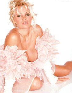 Памела Андерсон оголила грудь в фотосессии Stephen Wayda фото #3