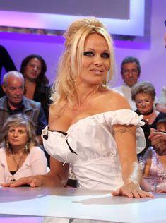 Памела Андерсон в сексуальном белье на телешоу фото #1
