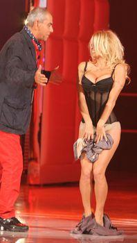 Памела Андерсон в сексуальном белье на телешоу фото #5
