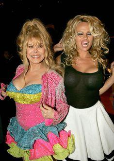 Памела Андерсон без лифчика на Comedy Central Roast фото #2