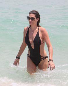 Секси Дэйзи Фуэнтес в черном бикини в Майями фото #1