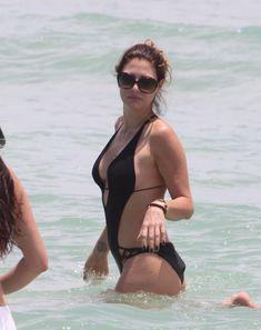 Секси Дэйзи Фуэнтес в черном бикини в Майями фото #3