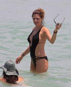 Секси Дэйзи Фуэнтес в черном бикини в Майями фото #4
