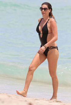 Секси Дэйзи Фуэнтес в черном бикини в Майями фото #9