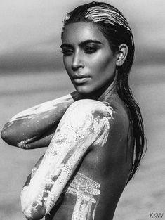 Обнаженная Ким Кардашьян в фотосессии в пустыни фото #1