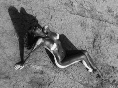 Обнаженная Ким Кардашьян в фотосессии в пустыни фото #5
