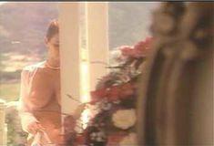 Голая Ава Фабиан в сериале «Эротические признания» фото #1