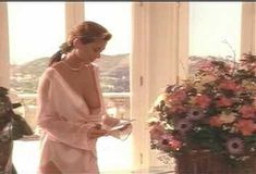Голая Ава Фабиан в сериале «Эротические признания» фото #2
