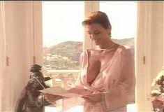 Голая Ава Фабиан в сериале «Эротические признания» фото #4