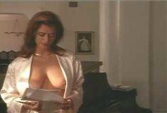 Голая Ава Фабиан в сериале «Эротические признания» фото #6