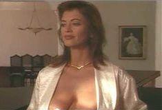 Голая Ава Фабиан в сериале «Эротические признания» фото #8