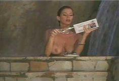 Голая Ава Фабиан в сериале «Эротические признания» фото #9