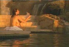 Голая Ава Фабиан в сериале «Эротические признания» фото #12