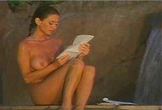 Голая Ава Фабиан в сериале «Эротические признания» фото #18