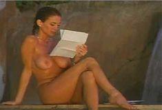 Голая Ава Фабиан в сериале «Эротические признания» фото #20