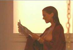 Голая Ава Фабиан в сериале «Эротические признания» фото #32