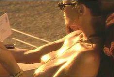 Голая Ава Фабиан в сериале «Эротические признания» фото #35