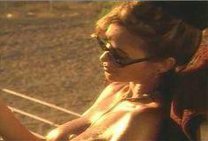 Голая Ава Фабиан в сериале «Эротические признания» фото #36
