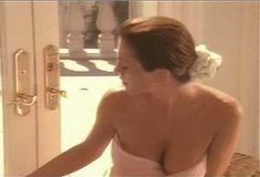Голая Ава Фабиан в сериале «Эротические признания» фото #40