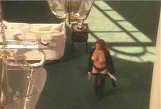 Голая Ава Фабиан в сериале «Эротические признания» фото #41