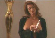 Голая Ава Фабиан в сериале «Эротические признания» фото #42