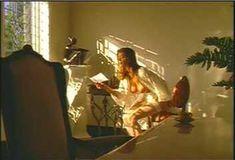 Голая Ава Фабиан в сериале «Эротические признания» фото #46