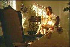 Голая Ава Фабиан в сериале «Эротические признания» фото #47