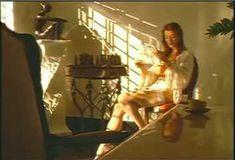Голая Ава Фабиан в сериале «Эротические признания» фото #48