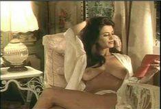 Голая Ава Фабиан в сериале «Эротические признания» фото #52