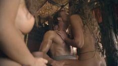 Красотка Айс Тезел снялась голой в сериале «Спартак: Война проклятых» фото #7
