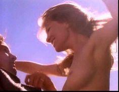 Голая Александра Тайдингс в сериале «Дневники «Красной туфельки»» фото #13