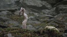Голая Алисса Сазерленд в сериале «Викинги» фото #1