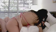 Аманда Бругел засветила соски в фильме «Секс после детей» фото #2