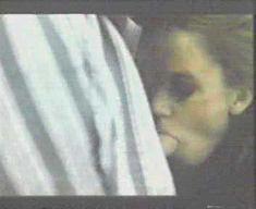 Сексуальная Аманда Оомс сосёт член в фильме «Отель «Санкт-Паули»» фото #4