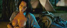Голая Америка Оливо в фильме «Пятница 13-е» фото #11