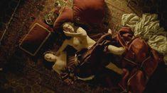 Голая грудь Амиры Касар в сериале «Версаль» фото #3