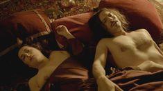 Голая грудь Амиры Касар в сериале «Версаль» фото #4