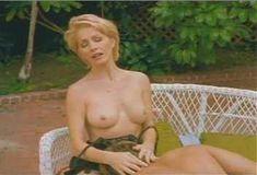 Голая Анджела Дейвис в сериале «Лучший секс в вашей жизни» фото #2