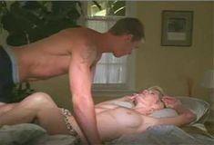 Голая Анджела Дейвис в сериале «Лучший секс в вашей жизни» фото #9