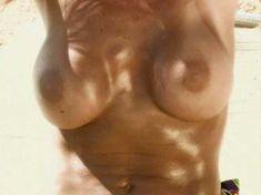 Голая Анджела Литтл  в фильме Nikki Novas Sex on the Beach фото #2