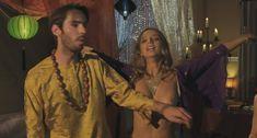 Анджела Сарафян показала голую грудь в фильме «Старая добрая оргия» фото #4