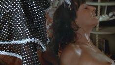 Анжелика Хьюстон засветила голую грудь в фильме «Почтальон всегда звонит дважды» фото #4